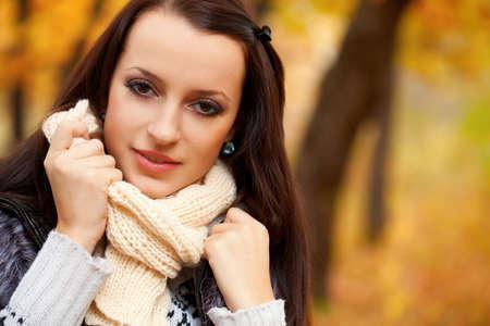 autmn: closeup beautiful woman in autmn park