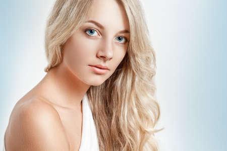 schöne blondbeautiful blonde Frau Nahaufnahme Gesicht Porträt, Kopie Platz für Text