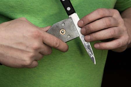 Installing the knife holder for sharpening the knife itself.