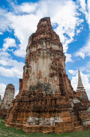 Wat Mahathat temple is located almost right in the center of Ayutthaya. The temple is believed to be built during the 14th century A.D.