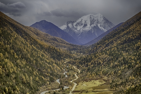 Mountain view in autumn Imagens