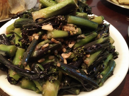 Stir-fried red Chinese kale with chopped garlic
