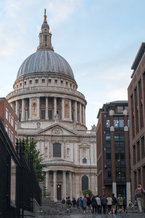 St Pauls cathedral in the day Imagens