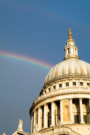 double rainbow over St Paul's cathedral Imagens - 87009075