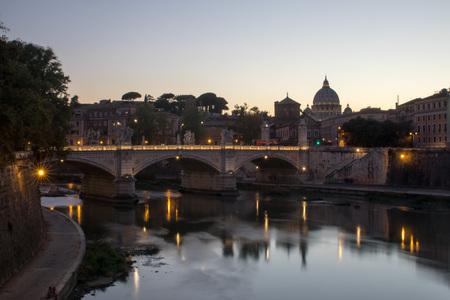 night falls at Ponte Sant'Angelo Imagens - 105008009