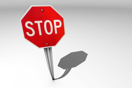 octogonal: Un �nico octogonal se�al de stop tr�fico sobre un fondo brillante