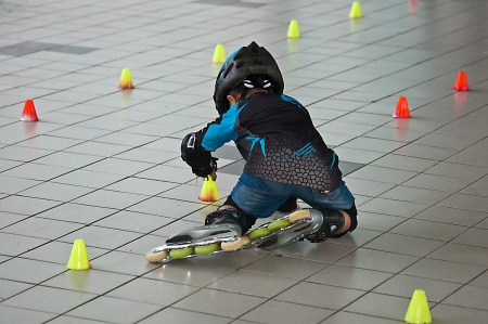 kneepad: The Interesting children line skates exercise to Pass through Barrier