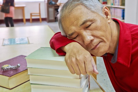 doze: A Doze reader who is reading in the library Stock Photo