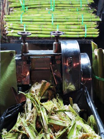 extractor: Sugarcane and juice extractor