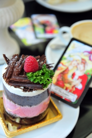 Raspberry cake with the lover tarot card Stock Photo - 16068620