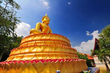 The golden Buddha in Meditation on lotus base