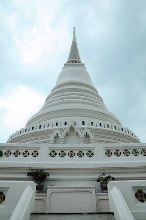 phra-samut-chedi, white Pagoda