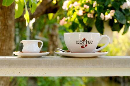 relent: caff� su rotaia in giardino