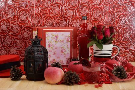 circumstantial: Romantic red theme rose vintage lamp apple decor idea