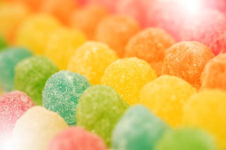 gelatina: muchos colorido de gelatina de frutas en foco suave textura de fondo