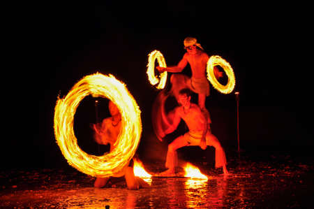 Amazing Fire Show at night on Khoa chang Island, Thailand 新闻类图片