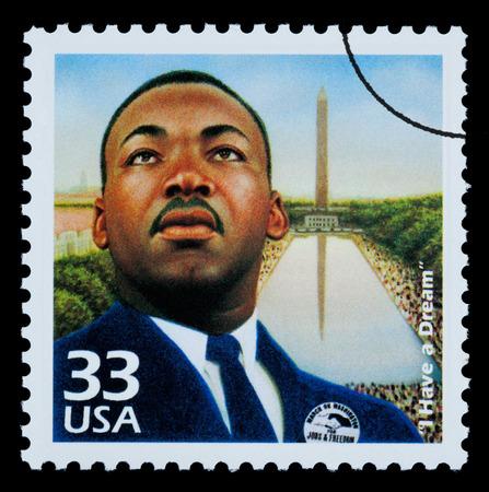 VERENIGDE STATEN VAN AMERIKA - CIRCA 1985: Een postzegel gedrukt in de VS toont Martin Luther King, circa 1985 Redactioneel
