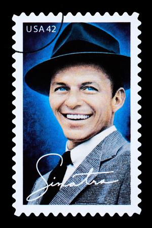 미국 아메리카 - -2003 년경 : 프랭크시나 트라을 보여주는 미국에서 인쇄 우표 2003 년경 에디토리얼