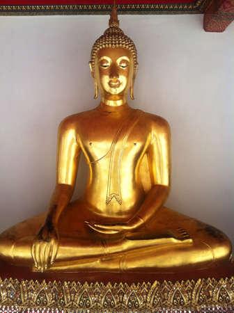 Golden buddha Foto de archivo - 22194196