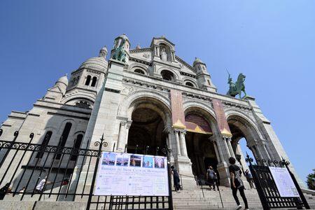 sacre: Sacre Coeur Basilica, Montmartre, Paris, France View of the Sacre Coeur Basilica, Montmartre, Paris -Travel to France.Photo taken on: June 5th, 2015 Editorial