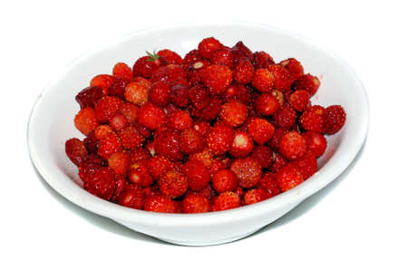 wild strawberry: Wild strawberry in a white platter isolated