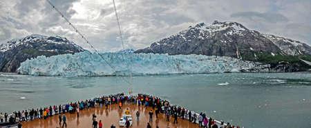 calving: Margerie Glacier in Glacier Bay