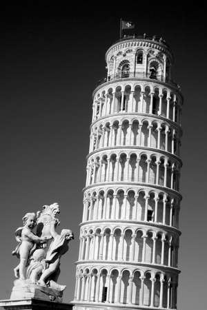 Black and white image of the Leaning Tower of Pisa and Statue