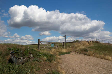 Entrance to a bridle pathway on Canvey Island, Essex, England 版權商用圖片