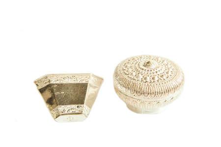 cubiertos de plata: Antiguo de plata en el fondo blanco aislado