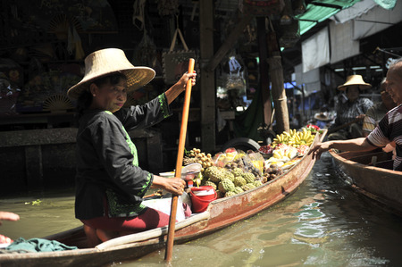 Ratchaburi,thailand -august 25:Floating Market in Ratchaburi. .The product is available for purchase. It is both the consumer and souvenirs.on the august 25,2016 in Ratchaburi,thailand
