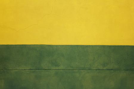 Mur du bâtiment abstrait, deux murs de couleur, orange mur jaune vert
