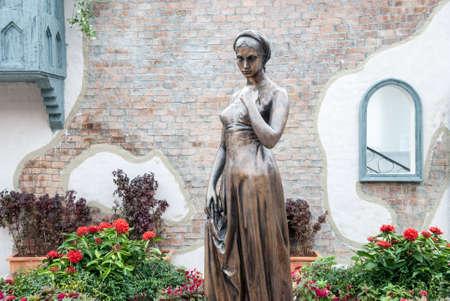 Juliet s staue is garden