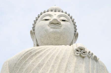 marmorate: La statua in marmo di Big Buddha a Phuket, vista dal basso