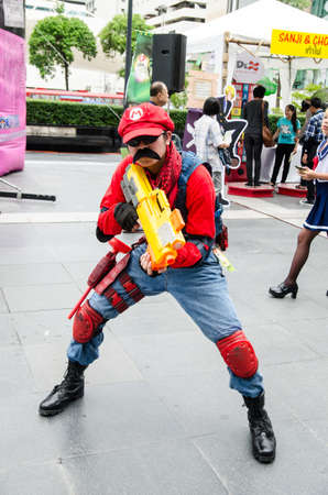 バンコク - 5 月 25 日: コスプレイヤーとして大石世界コスプレ素晴らしい 7 Mario 任天堂のゲーム 2013 年 5 月 25 日に世界では中央、バンコク、タイ。