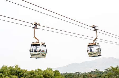 香港 - 2015 2 月 7 日: ケーブルカー ゴンピン 2015 年 2 月 7 日に Hong Kong のランタオ島の。ランタオ島は Hong Kong は、真珠の川の河口に位置する最大の島 報道画像