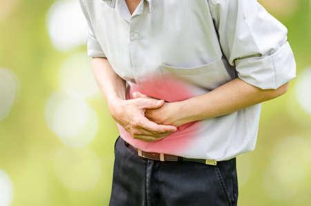 abdominal pain: Hombre que sufre de dolor de est�mago porque tiene diarrea Foto de archivo