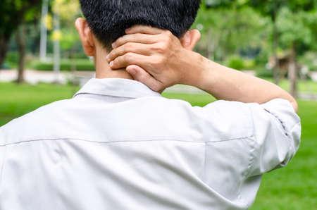 首の痛みと実業家のオフィス
