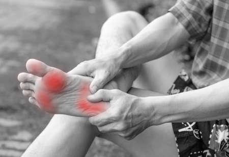 artritis: Dolor masculino pie, concepto problema del hombre Foto de archivo