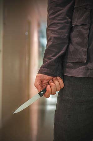 暗い背景にナイフ クローズ アップとキラー 写真素材