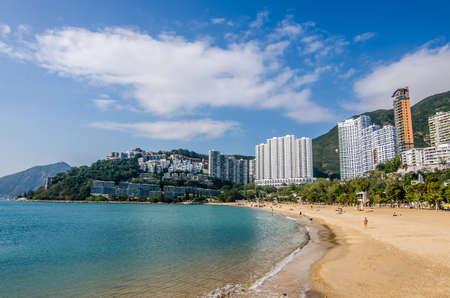 リパルス ・ ベイ, 香港 - 12 月 10 日: リパルス ・ ベイ、2016 年 12 月 10 日に香港で有名な公共のビーチで晴れた日。