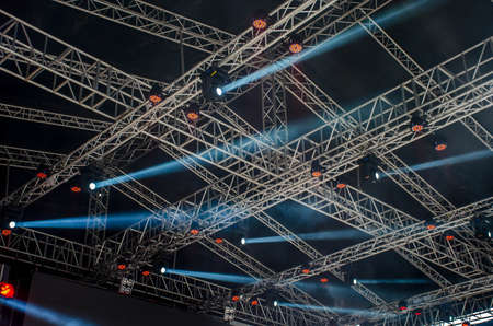 Concert stage spot lighting rigging structure for a live musical theatre event led lighting devices under roof. Imagens