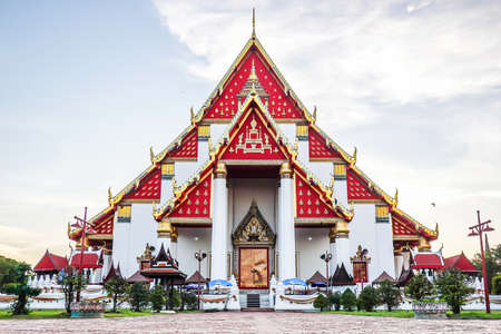 Beautiful Thai temple at Wat Mongkol Bophit (Old Temple) in Ayutthaya period is the capital. Banque d'images - 116658737