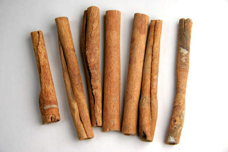 penetrating: Cinnamon sticks laid almost parallel