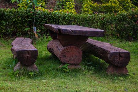 graden: Wood table in graden