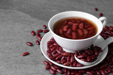 Sweet boiled red beans in white cup on concrete table. Foto de archivo - 122768407