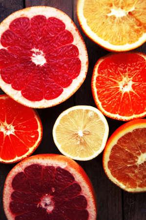 citricos: Fruit in a cut closeup, grapefruit, orange, lemon, tangerine, fruit background. rustic food. fruit. Fresh fruits.Mixed fruits background.Healthy eating, dieting, love fruits.