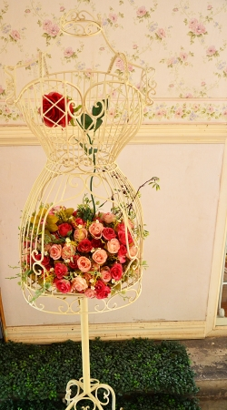 interior shot: bouquet of flowers.