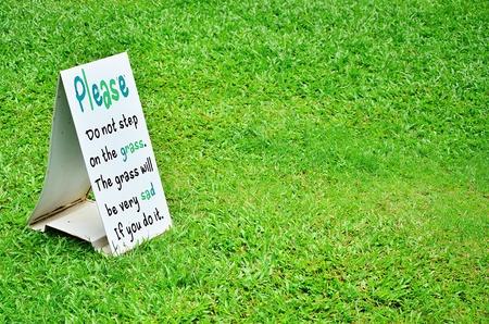 dont walk: Dont walk on grass.