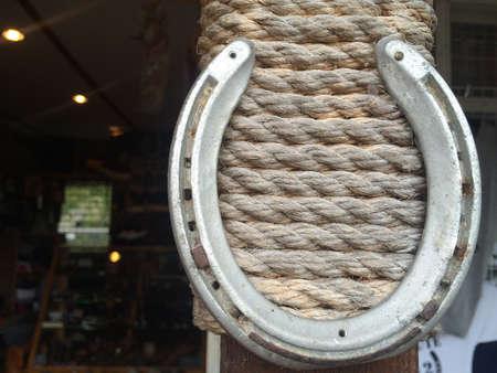 weave: Horseshoe with rope