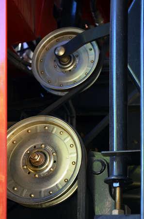 poleas: poleas y correas en el motor de la maquinaria agr�cola